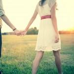 couple heureux dans la campagne