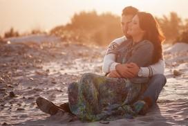 couple heureux et amoureux sur la plage
