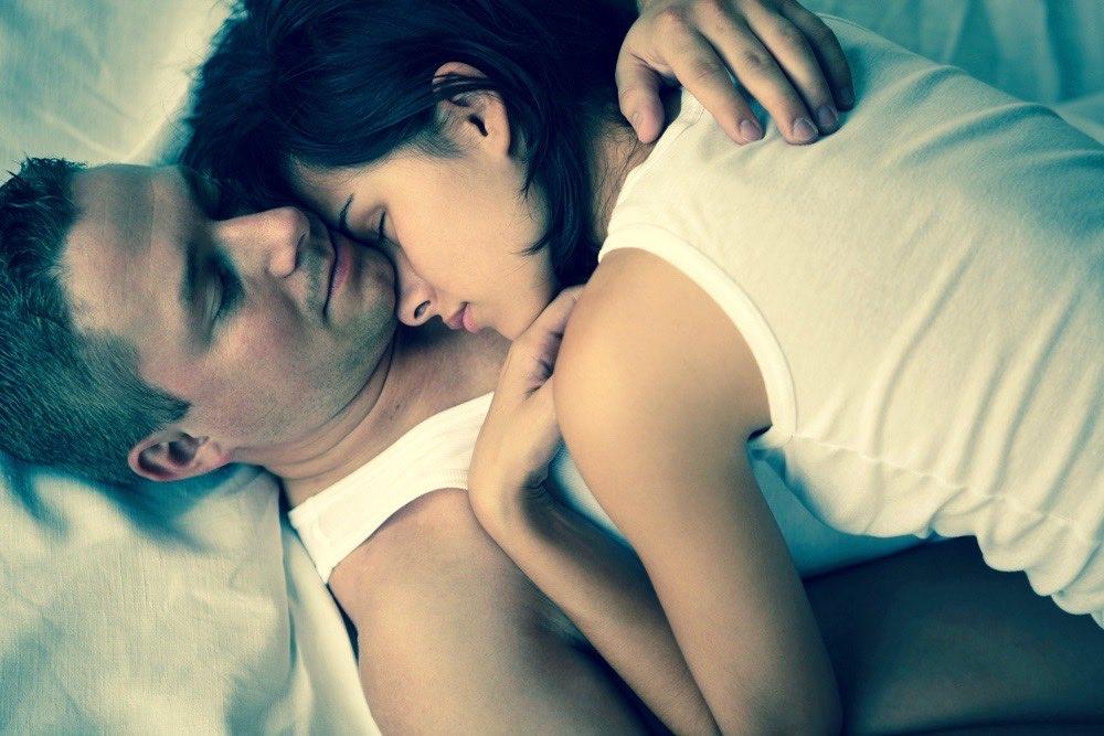 couple dans un lit