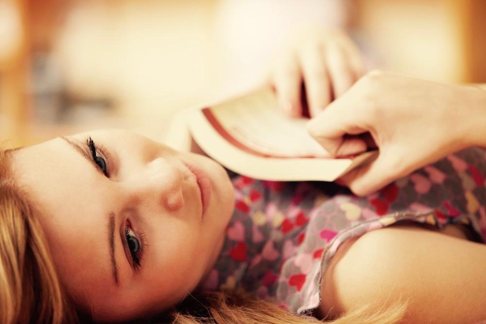 femme lecture hammac